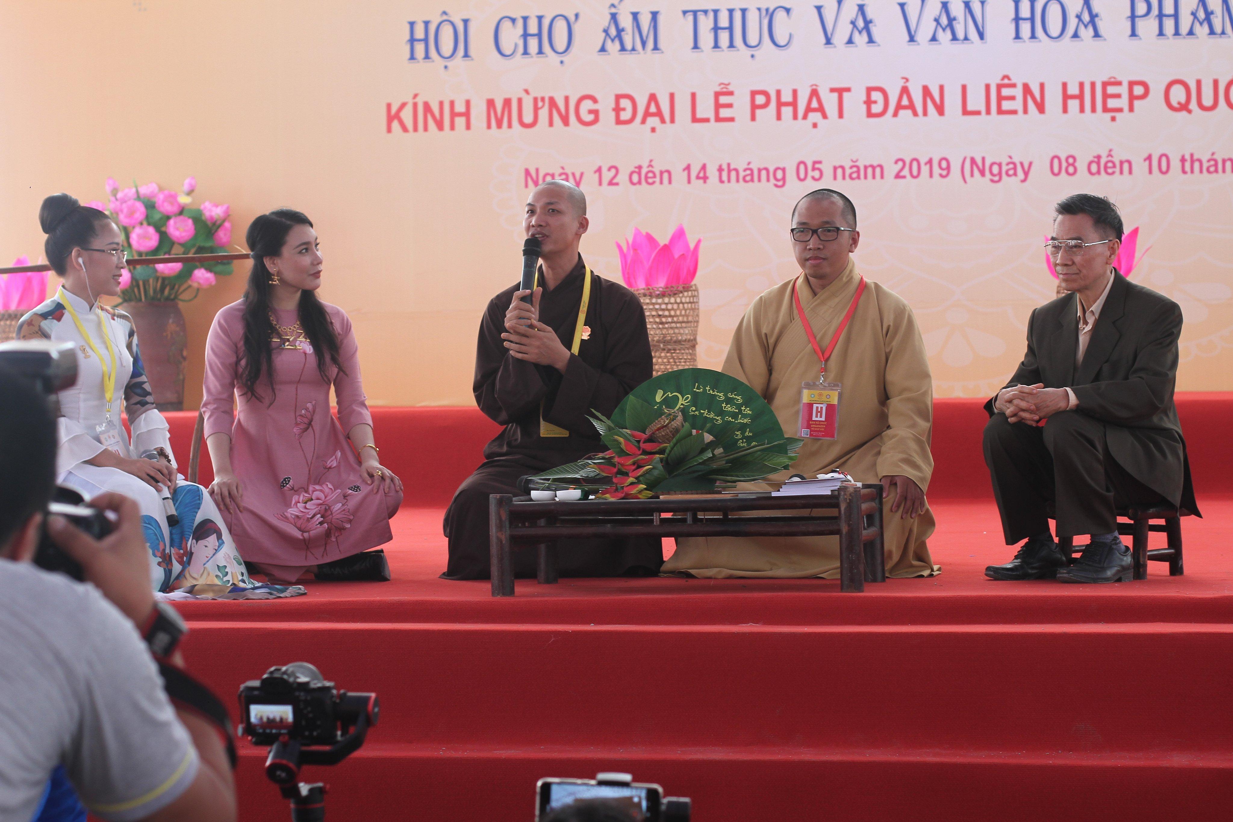 Tọa đàm Văn hóa Phật giáo về việc ăn chay trong an lành