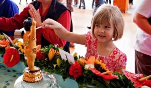 Tòa Bạch Ốc Tổ Chức Lễ Phật Đản Với Thắp Nến Lần Đầu Tiên Trong Lịch Sử Hoa Kỳ