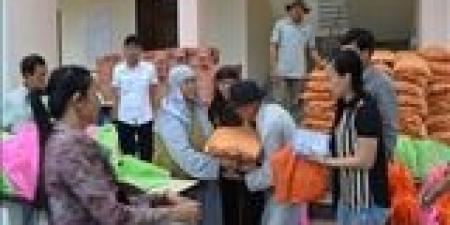Quảng Nam: Tặng quà từ thiện đến bà con nghèo thị xã Điện Bàn
