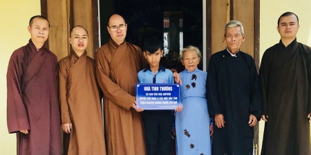 Thừa Thiên – Huế: Lễ trao nhà tình thương