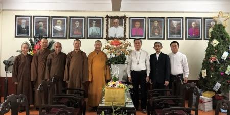 Ninh Bình: Thượng toạ Thích Thọ Lạc thăm và chúc mừng Giáng sinh tại toà Giám mục Phát Diệm