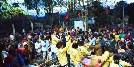 Quảng Trị: Ban Văn hoá Trung ương GHPGVN trao quà cho bà con dân tộc vùng lũ